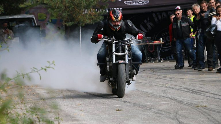 motorcycle-burnout
